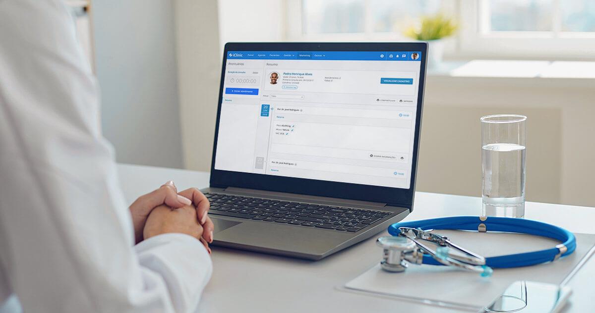 vantagens de ter um software para médicos na clínica