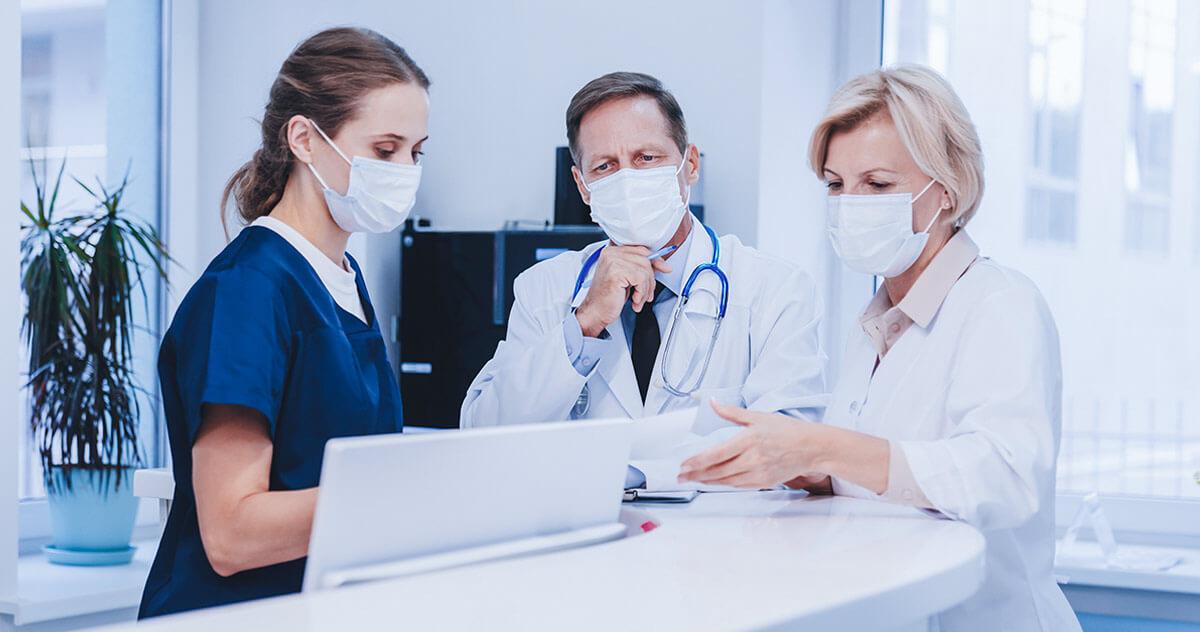Como melhorar o atendimento da recepção de clínicas durante uma crise?